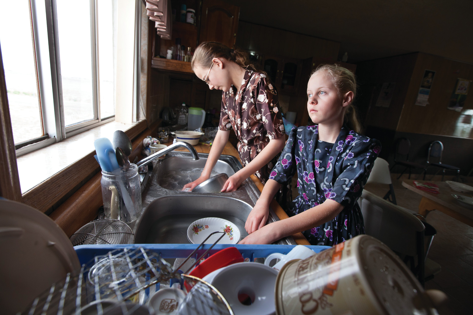 <small>The oldest girls, Suzie and Greta, do the dishes.</small>